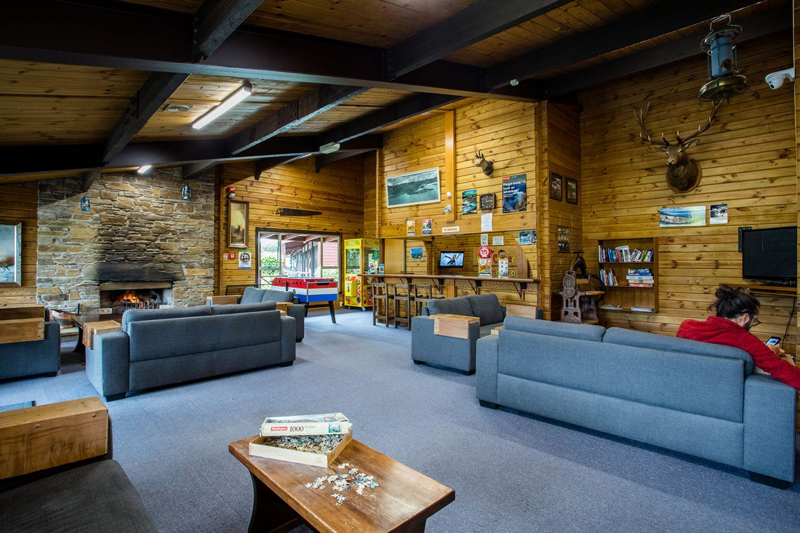 Te Anau TOP 10 Holiday Park - communal lounge